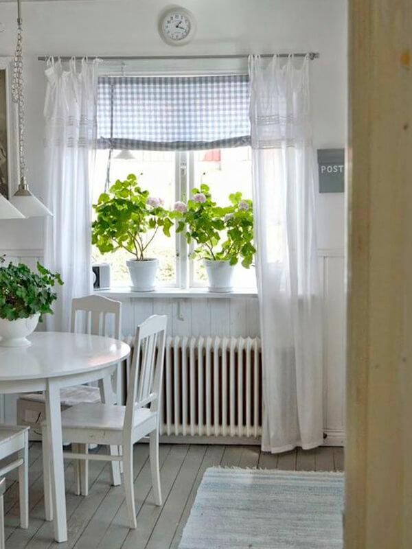 7 Ideen zur Fenstergestaltung in der Küche im Landhausstil
